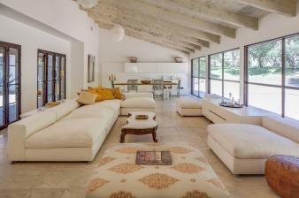 Modern & Elegant Lounge. Image: 2