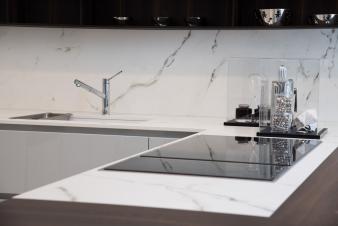Dekton® Kairos countertop and splashback_Aster showroom Milan16_3. Image: 38