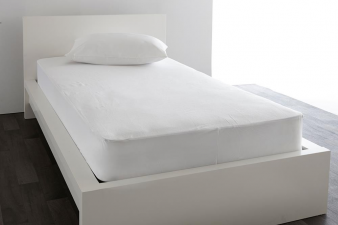 Waterproof Bedding Protectors Of 100% Pure Breathable Fabrics. Image: 1
